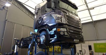 Scania-V8-730-hk-lift_web.jpg