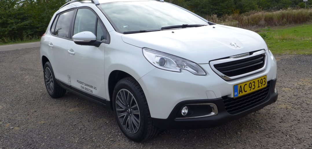 Peugeot-2008-Van-forfra-b_w.jpg