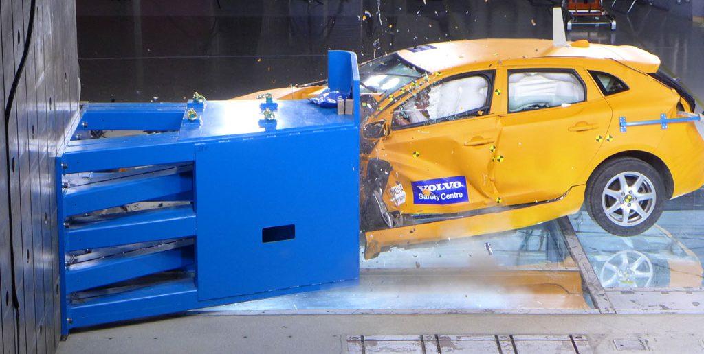 Volvo-Off-set-crash-V40-CT_.jpg