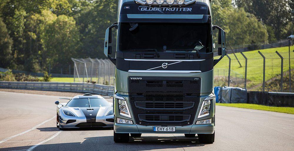 Volvo-FH-Koenigsegg-2-Tiff_.jpg
