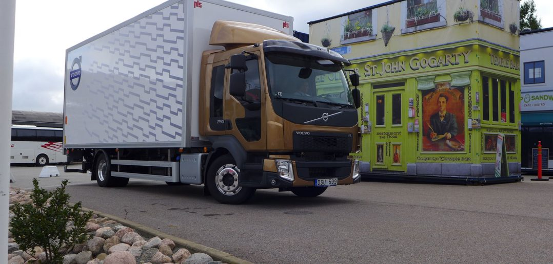 Volvo-FL-containerby-1_web.jpg