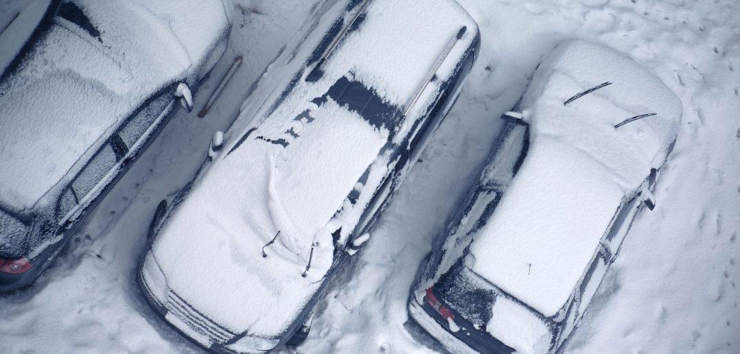 Biler-sidder-fast-i-sneen_w-1.jpg