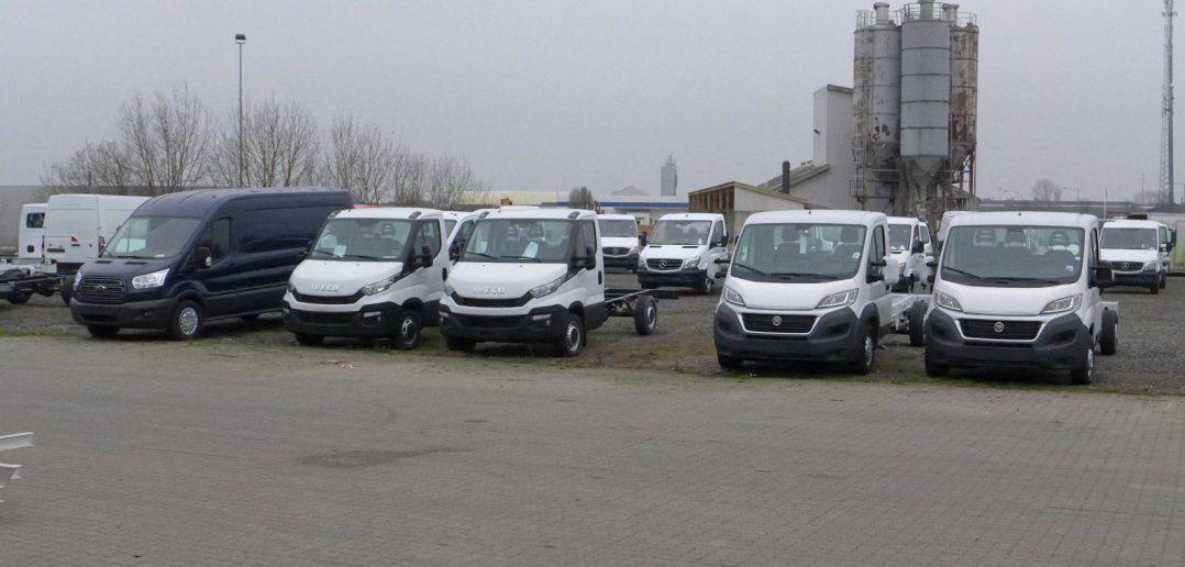 Bilsalg-2-varebiler-op-i-ma.jpg