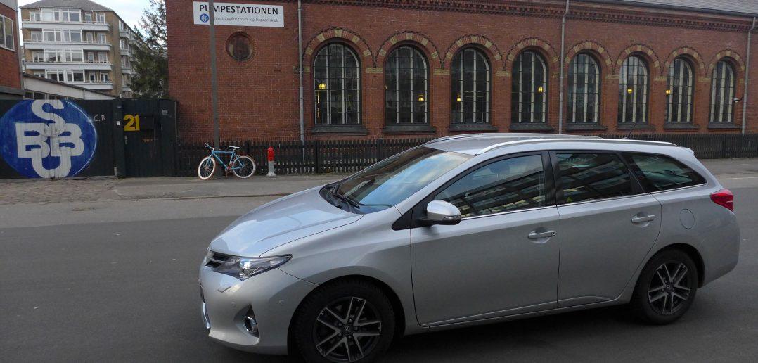Toyota-Auris-side-2_web.jpg