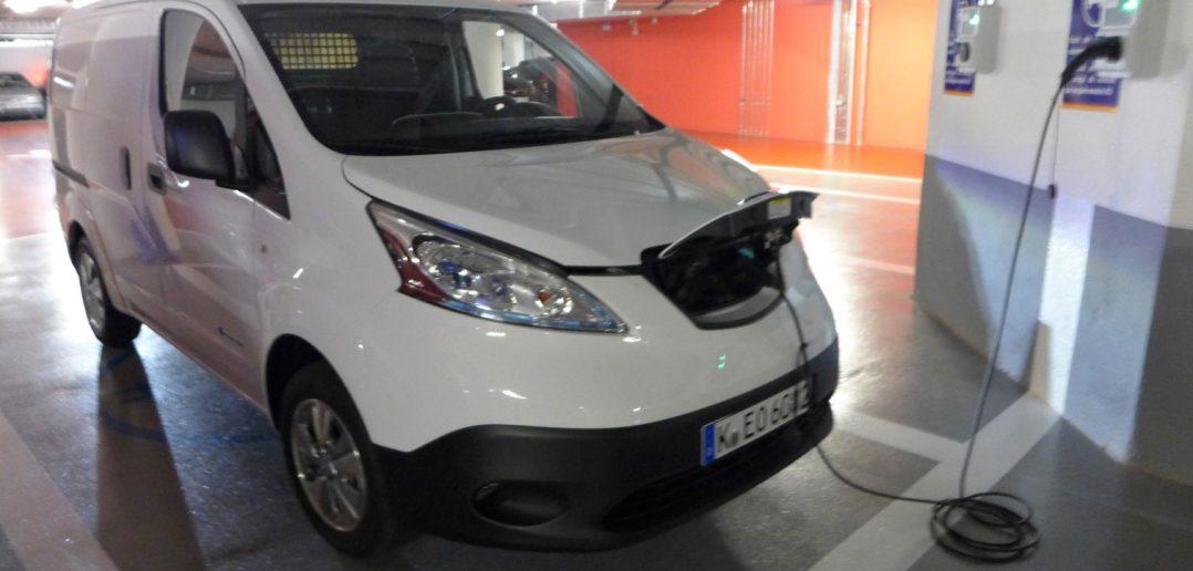 Nissan-e-NV-200-Opladning_w.jpg