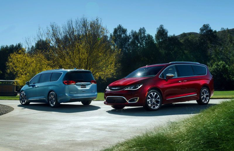FIAT-Chrysler-Pacifica-2017.jpg