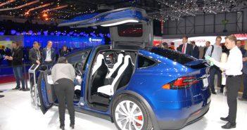Genf-16-Tesla-Open-side-bag.jpg