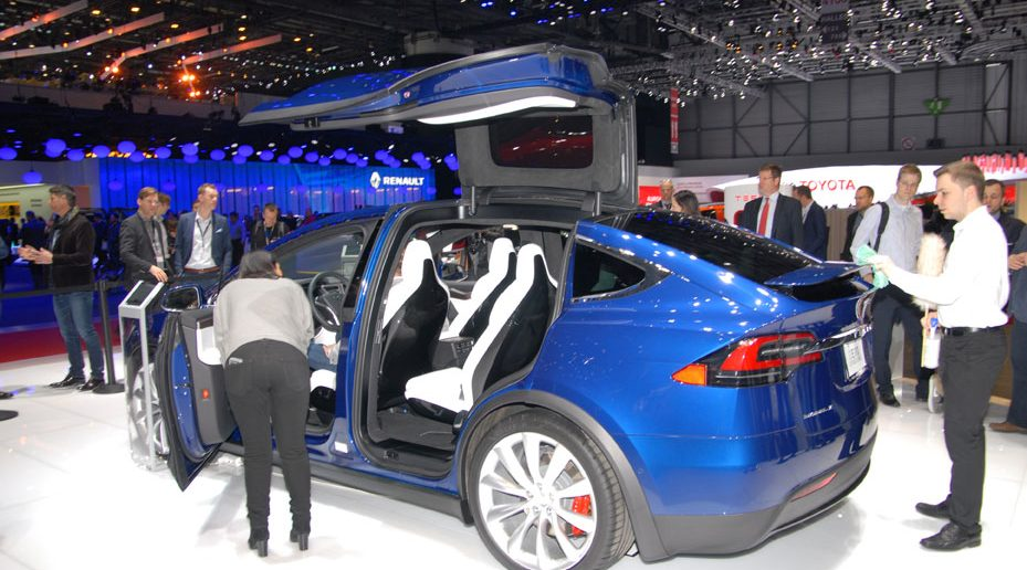 Genf-16-Tesla-Open-side-bag.jpg