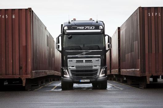Volvo-FH16-traekker-godstog.jpg