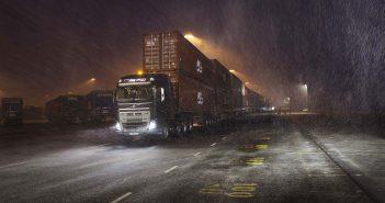 Volvo_Trucks_vs_750_Tonnes_.jpg