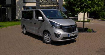 Opel-Vivaro-Euro-6-bus-2017.jpg