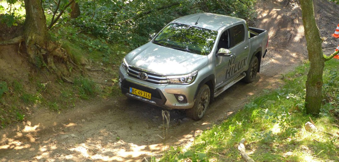Toyota-Hilux-skov-DK-16_web.jpg