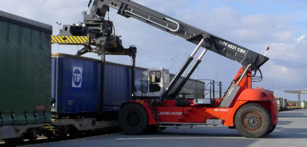 Dachser-Containertruck-plus.jpg